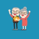 Gente senior con il porcellino salvadanaio dorato Immagini Stock Libere da Diritti
