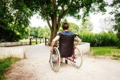 Gente senior in sedia a rotelle fotografia stock libera da diritti