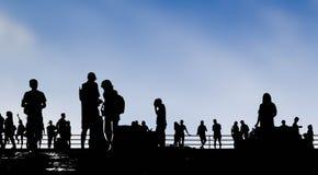 Gente sobre fondo del cielo azul Fotografía de archivo libre de regalías