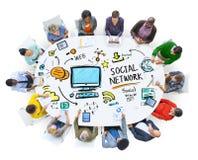 Gente social de la red social medios que hace frente a concepto de la comunicación Fotografía de archivo libre de regalías