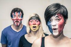 Gente sorprendida con las banderas europeas en caras Fotografía de archivo libre de regalías