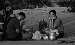 Gente tailandese sulla spiaggia Fotografia Stock
