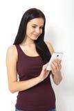 Gente tecnológica Mujer joven asiática que usa smartphone Foto de archivo libre de regalías