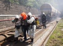 Gente tossica di salvataggio di emergenza dei prodotti chimici Fotografia Stock Libera da Diritti