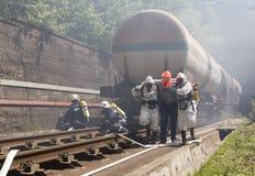 Gente tossica di salvataggio di emergenza dei prodotti chimici Fotografie Stock Libere da Diritti