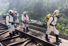 Gente tossica di salvataggio di emergenza dei prodotti chimici Fotografia Stock