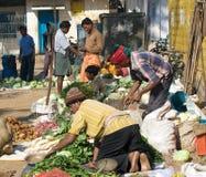 Gente tribal en el mercado Foto de archivo libre de regalías