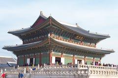 Gente turística alrededor del palacio de Gyeongbokgung Imágenes de archivo libres de regalías