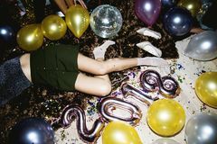 Gente ubriaca in un partito insieme fotografia stock libera da diritti