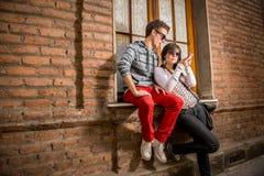 Gente urbana que usa tecnología Imagen de archivo libre de regalías