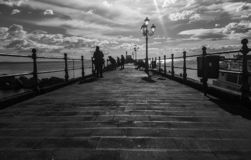 Gente y mar en Amalfi fotografía de archivo libre de regalías