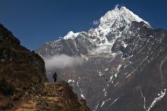Gente y montañas Imágenes de archivo libres de regalías