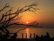 Gente y puesta del sol Fotografía de archivo libre de regalías