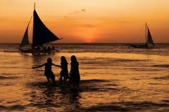 Gente y veleros Imágenes de archivo libres de regalías