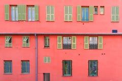 Gentil, France, façade rouge image stock