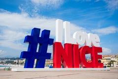 GENTIL, FRANCES - 25 avril 2017 : L'art urbain moderne sur la promenade de Nice fait comme #ILoveNice de hashtag est la tache pop images libres de droits