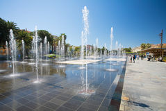 GENTIL, FRANCES - 22 avril 2017 : Les fontaines de la promenade du Paillon à Nice, Frances image libre de droits