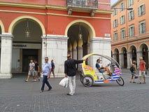 Gentil, Frances, voiture de bicyclette dans la place de Massena photos stock