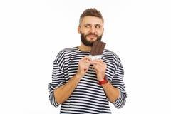 Gentil homme heureux voulant manger du chocolat photos libres de droits