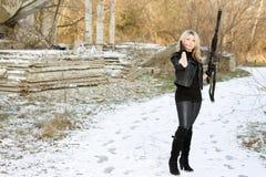 Gentil jeune femme avec un canon photo libre de droits