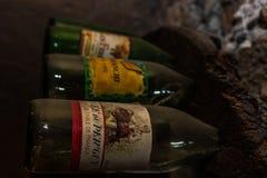 Gentil, la France - 2019 Bouteilles de vin de cru image stock
