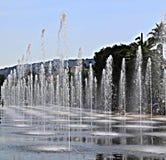 Gentil, la France - 12 juin 2014 : Promenade du Paillon et ses fontaines un jour d'été photo stock