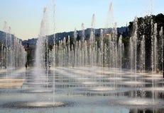 Gentil, la France - 12 juin 2014 : Promenade du Paillon et ses fontaines un jour d'été image stock