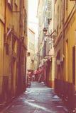 GENTIL, LA FRANCE - 5 JUIN 2019 : Rue étroite dans la vieille partie de Nice, France image stock