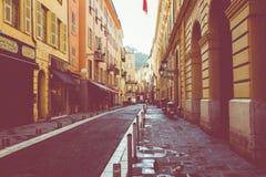 GENTIL, LA FRANCE - 5 JUIN 2019 : Rue étroite dans la vieille partie de Nice, France photos libres de droits