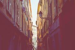 GENTIL, LA FRANCE - 5 JUIN 2019 : Rue étroite dans la vieille partie de Nice, France photographie stock