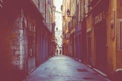 GENTIL, LA FRANCE - 5 JUIN 2019 : Rue étroite dans la vieille partie de Nice, France photos stock