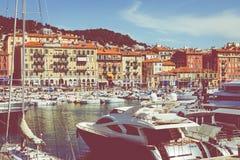 GENTIL, LA FRANCE - 5 JUIN 2019 : Vieux port de Nice Yachts et bateaux de pêche amarrés dans le port de Nice, Cote d'Azur, France image stock
