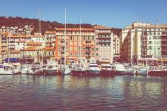 GENTIL, LA FRANCE - 5 JUIN 2019 : Vieux port de Nice Yachts et bateaux de pêche amarrés dans le port de Nice, Cote d'Azur, France photographie stock