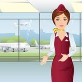 Gentil steward (hôtesse de l'air) indiquant la vue de la fenêtre d'aéroport Photos libres de droits