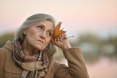 Gentille dame âgée triste image libre de droits