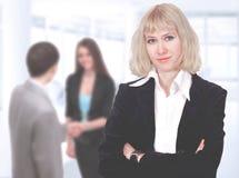 Gentille femme d'affaires Négociations dans le bureau Fonctionnement d'équipe d'affaires images stock
