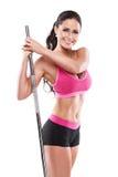Gentille femme sexy faisant la séance d'entraînement avec la grande haltère, retouchée Photo stock
