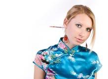 Gentille fille dans la robe de Chinois images stock