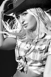 Gentille fille dans un chapeau de cowboy Photographie stock