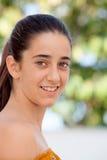 Gentille fille douze ans de sourire Photographie stock