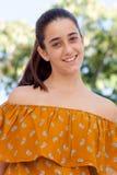 Gentille fille douze ans de sourire Photo libre de droits