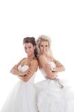 Gentilles amies posant dans des robes de mariage élégantes Photos libres de droits