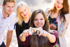 Gentilles personnes prenant le selfie Images libres de droits