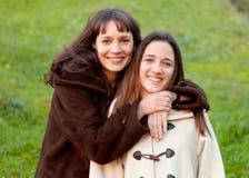 Gentilles soeurs avec des yeux bleus Photographie stock