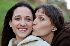 Gentilles soeurs en parc Photos stock