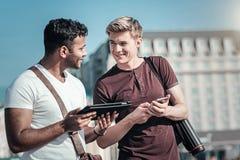 Gentils hommes joyeux tenant leurs instruments Photos libres de droits
