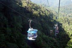 GENTING-HOCHLÄNDER, MALAYSIA - 21. DEZEMBER: Touristen reisen auf Drahtseilbahn von Genting Skyway Es ist eine Gondelbahn, die Go stockfoto