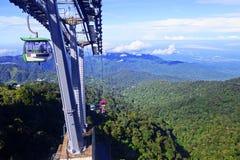 GENTING-HOCHLÄNDER, MALAYSIA - 21. DEZEMBER: Touristen reisen auf Drahtseilbahn von Genting Skyway Es ist eine Gondelbahn, die Go stockfotografie