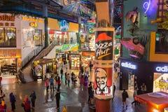 Genting Skotska högländerna, Malaysia - SEPTEMBER 26: Pizza Hut och KFC lodisar Arkivbild