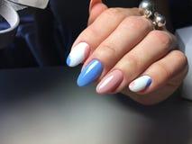 gentle маникюр в сини и пинке Стоковое фото RF